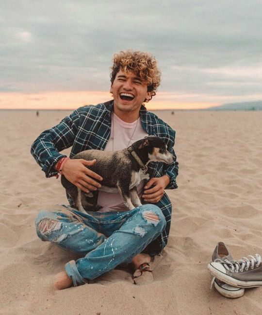 "(Fc: jc Caylen) ""hi I'm Justin and I'm majoring in medicine. I'm 19 and single. Lexi's my sister. I love YouTube and skateboarding. Intro?"""