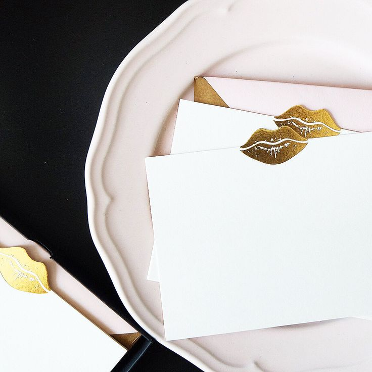 """Gold Kiss"" notecards set of 8, perfect fot bridal shower game, thank you notes and love letters. Adorned with gold foil accent and fashionably matched with blush liner and superior gold envelope. Shop at www.paperprovision.com   #paperprovision #notecards #stationery #thankyounotes #thankyoucards #goldfoil #papergoods #ohsobeautifulpaper"