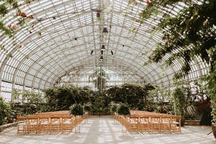 Urban Greenhouse Wedding At Garfield Park Conservatory Junebug Weddings In 2020 Greenhouse Wedding Garfield Park Conservatory Greenhouse