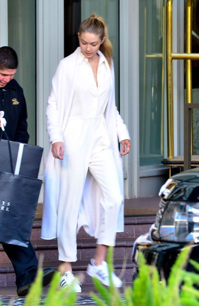Gigi Hadid – Out and about in Beverly Hills : Global Celebrtities (F) FunFunky.com