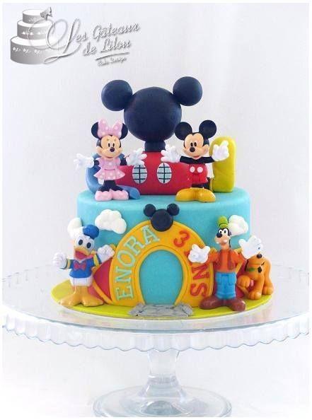 Moelleux tout choco La maison de Mickey est scuptée en sucre ( ainsi que les autres décors ) Les figurines ont été fournies et ne sont pas comestibles Pour le plus grand plaisir de la petite ENORA , qui fête son 3 ème anniversaire ♥ [ #French Cake Company ]