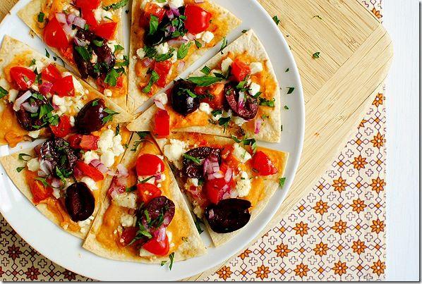 oh my, greek nachos!: Tasty Recipe, Kalamata Olives, Feta Cheese, Red Pepper Hummus, Greeknachos, Greek Nachos, Salad Nachos, Roasted Red Peppers, Greek Salad
