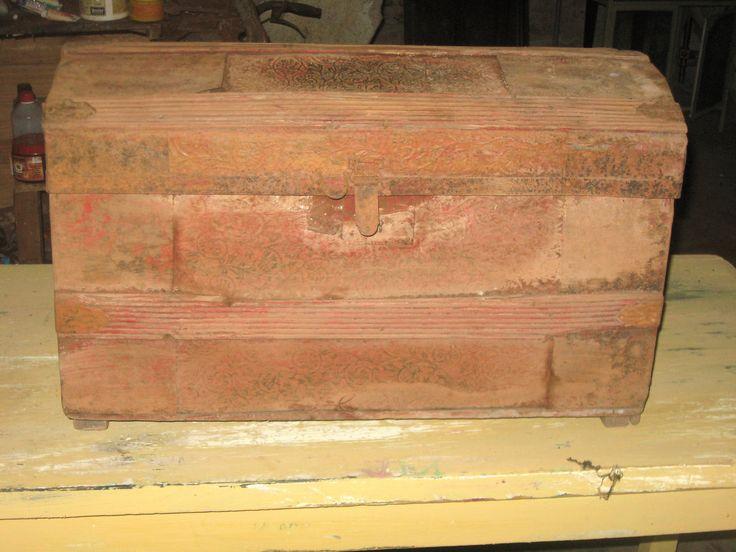 ANtiguo baul chapa y madera