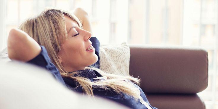 Het lijkt misschienwattegenstrijdig: innerlijke rust vinden met een apparaat dat constant je aandacht opeist met bliepjes en berichtjes. Toch kaneen app op je smartphone goed werken om dagelijksestressprikkels beter het hoofd te bieden, zegt mindfulness-teacherMarisaGarau. Ditzijn haar drie tips.