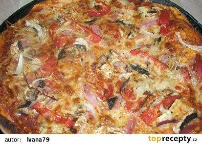 pizza so šunkou a šampiónmi