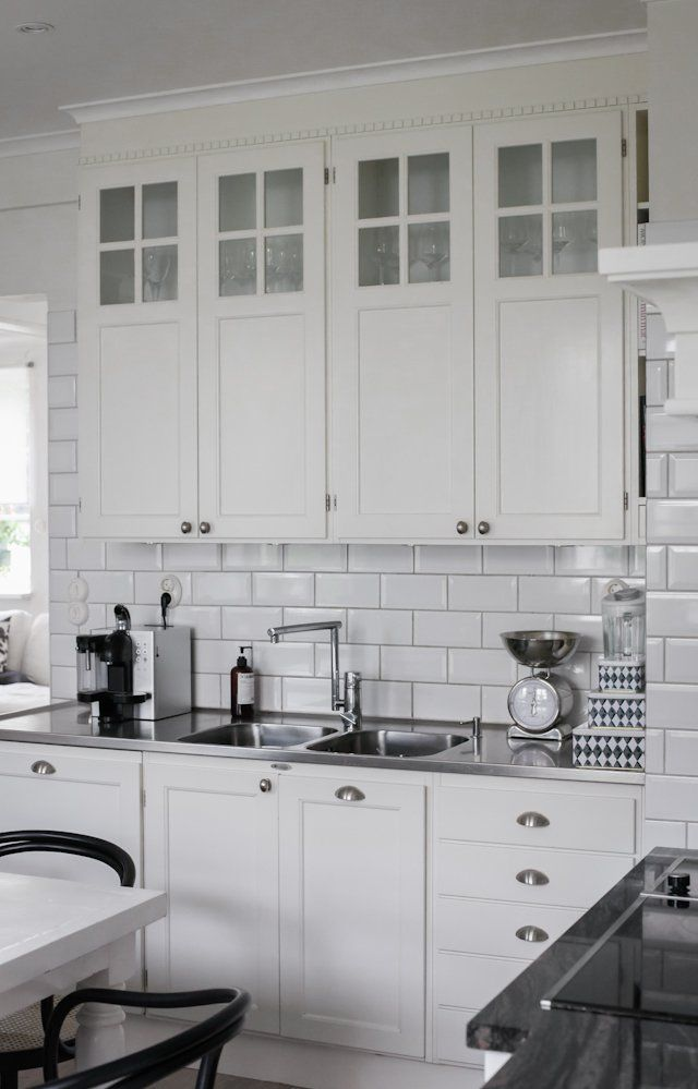 white/black/stainless = timeless kitchen
