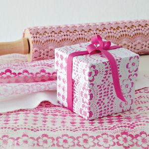 DIY gift wrapping paper with a lace print and a rolling pin!!