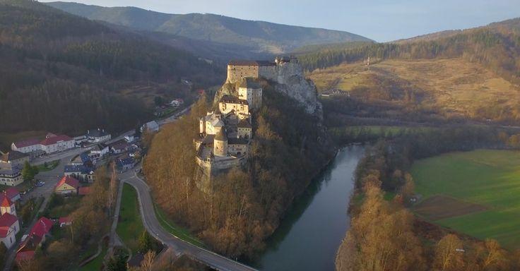 Oravský hrad je zaujímavý aj pre filmárov.