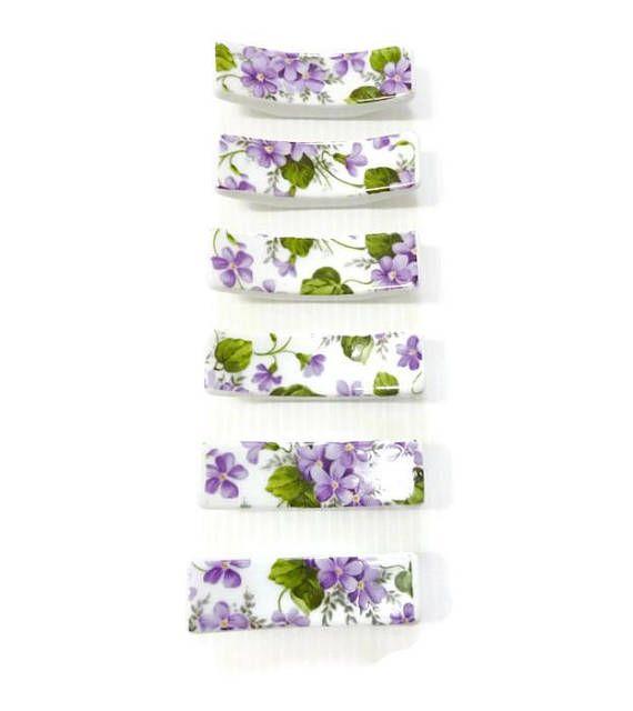 6 porte-Couteaux en porcelaine Ensemble de 6 porte-Couteaux en porcelaine (6.5 cm x 1,5cm) motif petites fleurs les violettes pièce unique Pour une jolie table. chic et raffiné. Possibilité de vous faire le nombre dont vous avez besoin