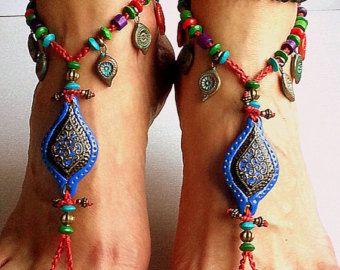 Sandalias de pies descalzos, Boho descalzo, envuelto pies descalzos, Hippie tobillera, boda descalzo ~~~~~~~~~~~~~~~~~~~~~~~~~~~~~~~~~~~~~~~~~~~~~~~~~~~~~~~~~~~~~~~  Para estas sandalias Descalzas usé tibetano 2 elefantes, como un centros de mesa de plata y cordón de algodón encerado lavanda de ganchillo.  Las sandalias de ganchillo tamaño de zapato alrededor de 7 hasta 10.5 / U.S. /. Por favor, seleccione su tamaño desde el menú desplegable.  Nota: En este listado es no incluye la tobillera…