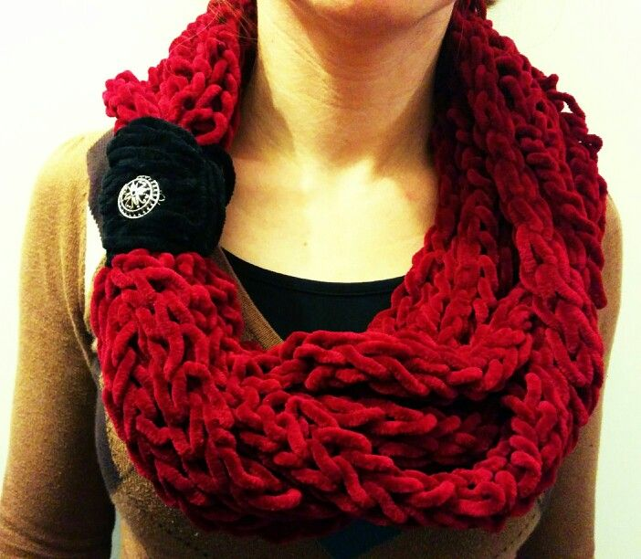 Finger knitted cowl with black wrapping