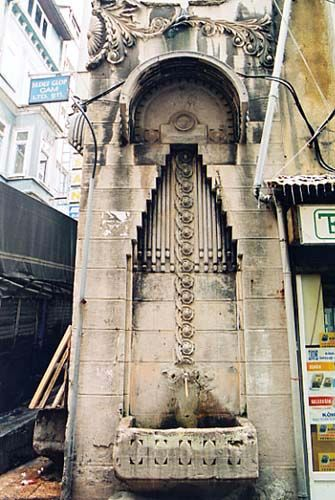 Fontaine Laleli - Laleli Çesmesi - Kubidi - Galata - Beyoglu - Istanbul
