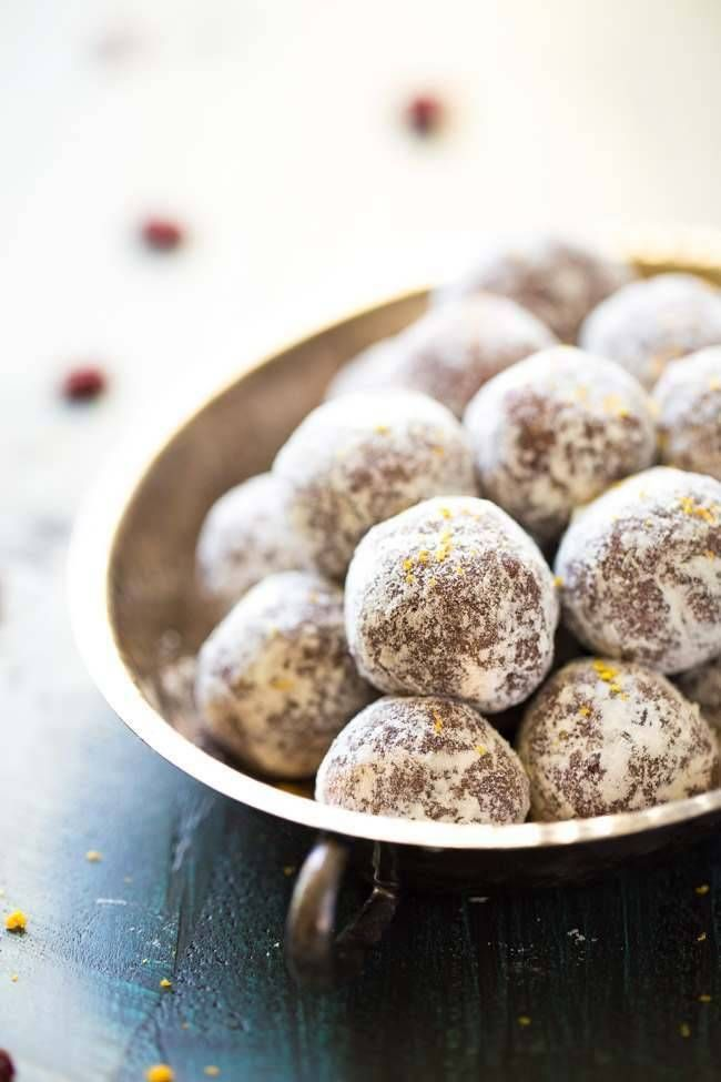 Cranberry Orange Energy Bites - Ready in 5 minutes, only 6 ingredients and gluten fee and paleo friendly! You NEED these! | Foodfaithfitness.com | #recipe