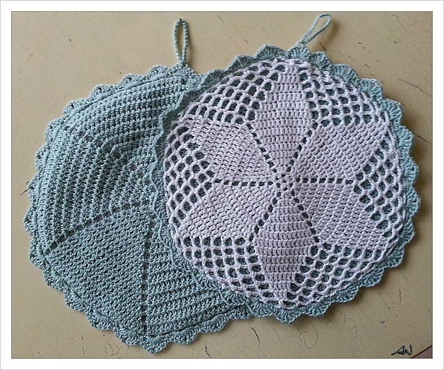 Ravelry: My grandma's potholders pattern by Anna Niclasen - free AND nice!