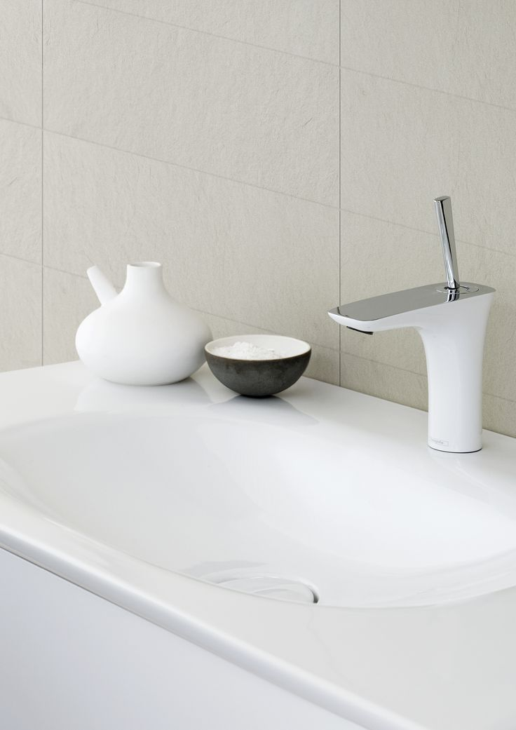 The Dansani curvo washbasins are as stylish and attractive as the bathroom furniture with their pleasantly curved corners and edges. This design makes them beautiful to look at. The washbasins are made from genuine ceramic sanitary porcelain with a very durable and smooth, easy-to-clean surface.