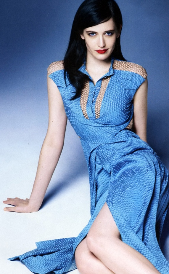 Eva Green being blue. THIS woman is one of my biggest crushes. If you haven't figured out I'm into women too...haha sorry not sorry.