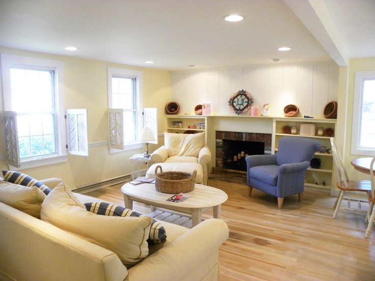 easy and relaxed cape cod living room