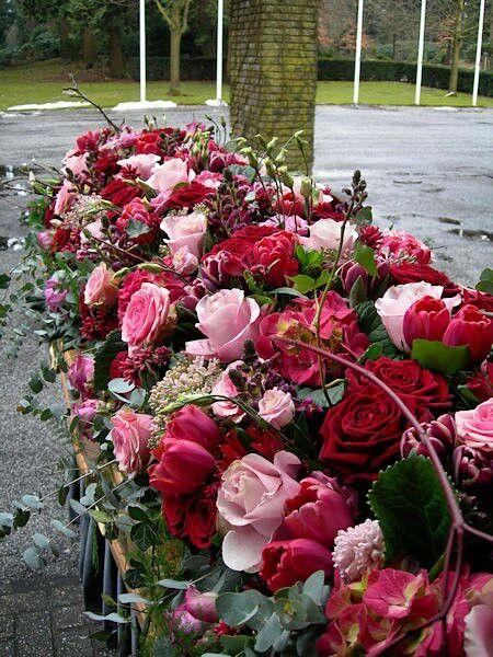 #Flowers, Kist versiering