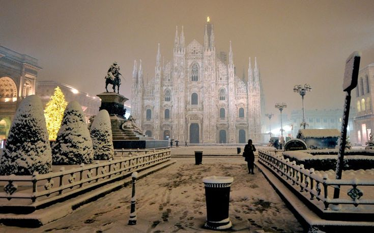 Snow covers the Piazza Duomo square in Milan.  Picture: TIZIANA FABI/AFP/Getty Images