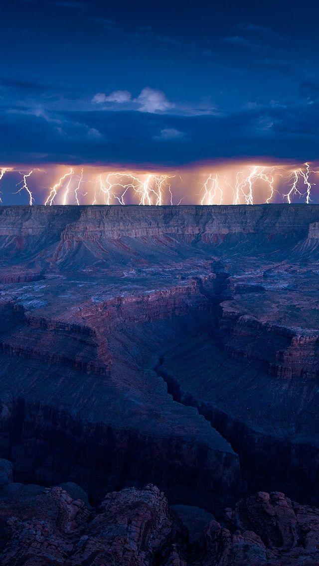 Tormentas eléctricas sobre el Gran Cañón en Estados Unidos, en los desiertos de Arizona.