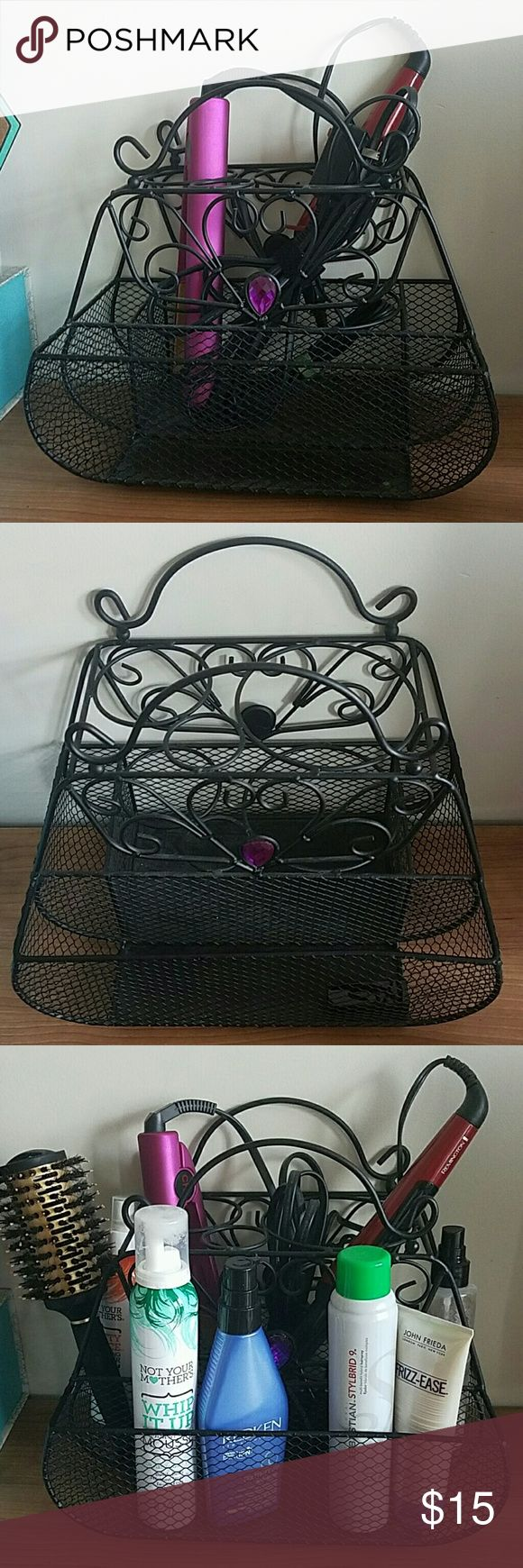 Vintage Hair Accessories Holder Such a cute way to keep all your hair accessories together and organized! It looks great either in the bedroom or in the bathroom Accessories