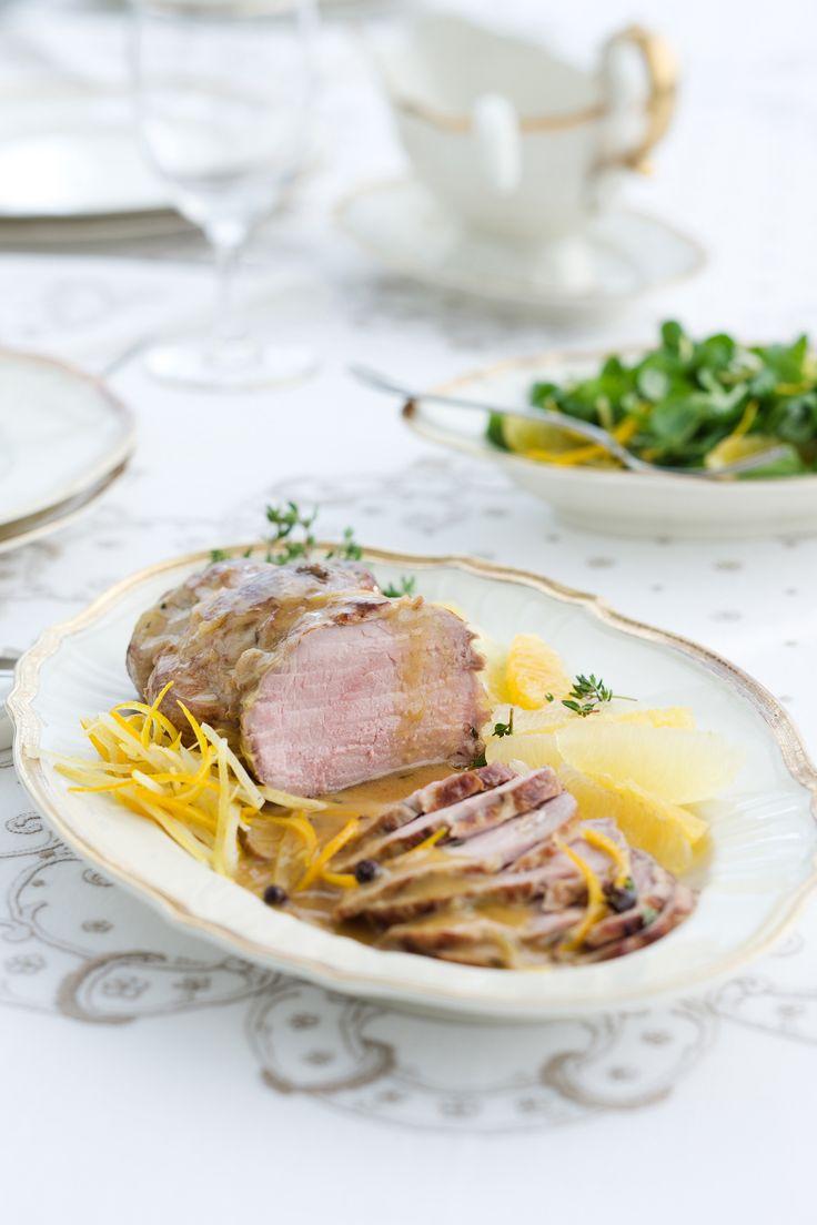 Le fresche note degli agrumi rendono più brioso l'arrosto al limone che ti presentiamo su Sale&Pepe: scopri qui la ricetta, a base di carne di vitello.
