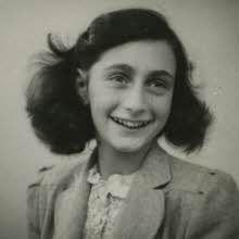 Lerne Anne Frank und die andere Versteckten in das Hinterhaus und ihre Helfer kennen.