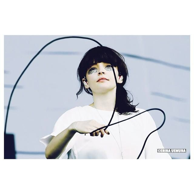 Chvrches lauren mayberry microphone