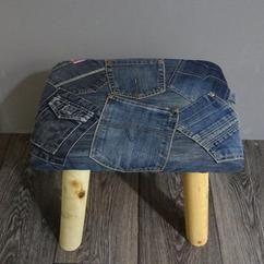 Stoere kinderkruk met spijkerboekzakken.  Te koop bij www.joykinderaccessoires.jouwweb.nl