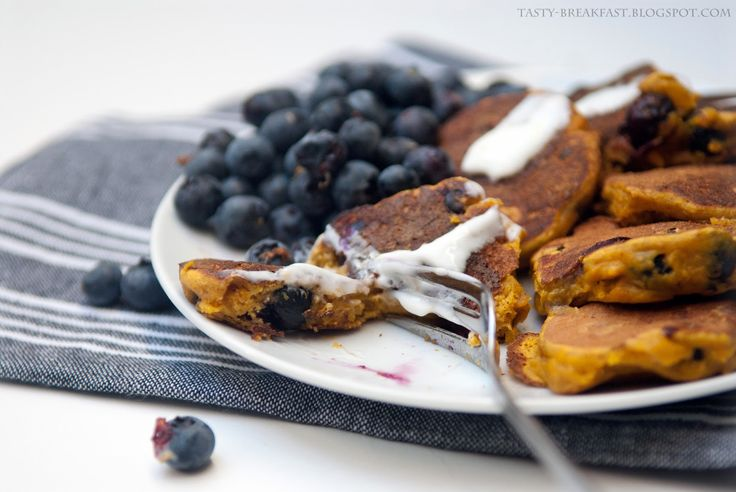 Pumpkin pancakes with blueberries <3