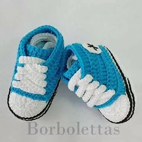 MiniConverse azul turquesa. Ganchillo. Talla 0-3 meses