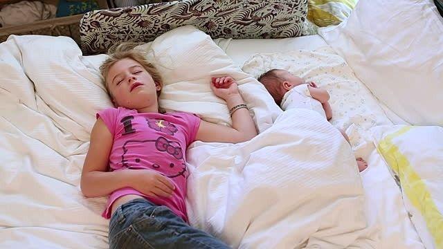 Sağ tarafına dönük yatanlar daha mutlu uyanıyor @kadinedio #kadın #sağlık #yaşam