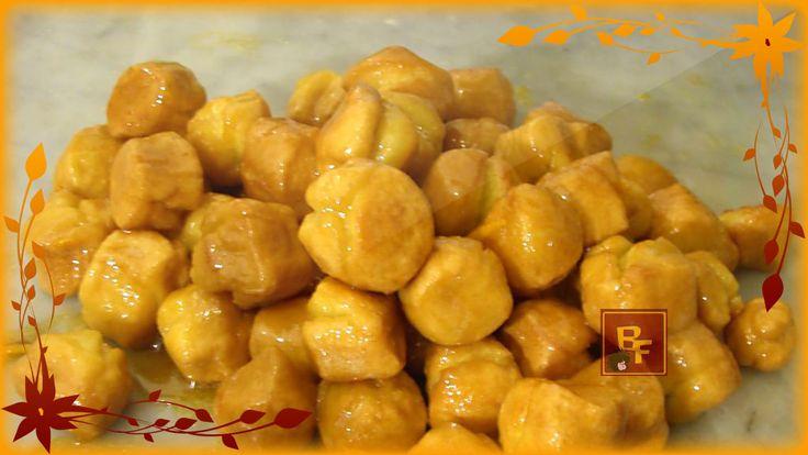L'origine di queste golosissime palline fritte, irrorate di miele, che per antonomasia sono i dolci più napoletani che vi siano, pare che non sia proprio u