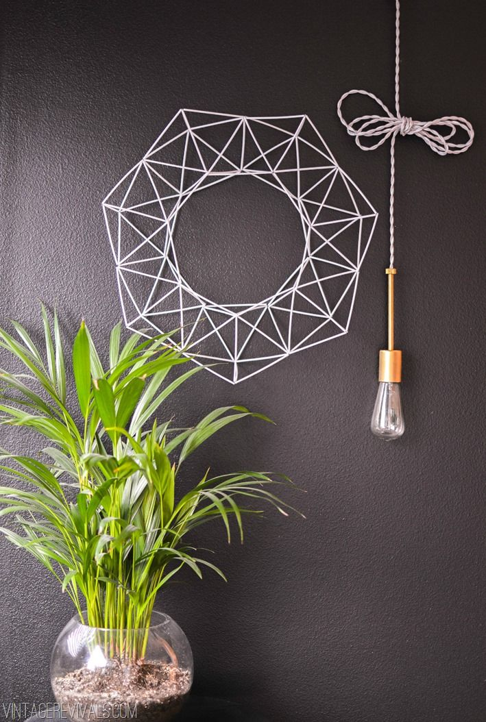 geometric wreath (excellent!) tutorial, made with black straws - by vintagerevivals