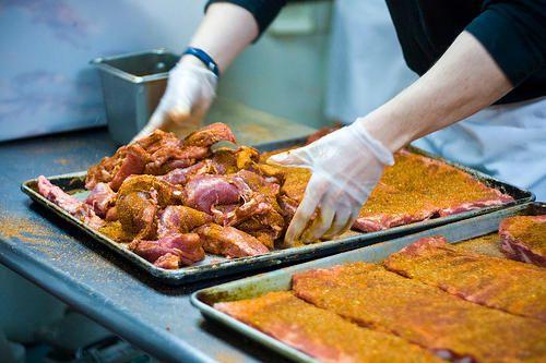Le dry rub est indispensable à toute préparation de viande à l'américaine. Il donne un goût supplémentaire au barbecue et est très rapide à faire.