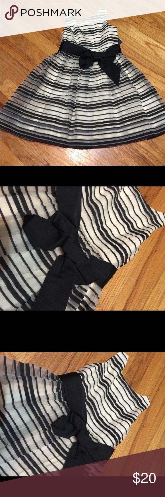 Ralph Lauren girls white with black striped dress Ralph Lauren.Toddler girls white with black striped formal dress. Brand new, never worn. Ralph Lauren Dresses Formal