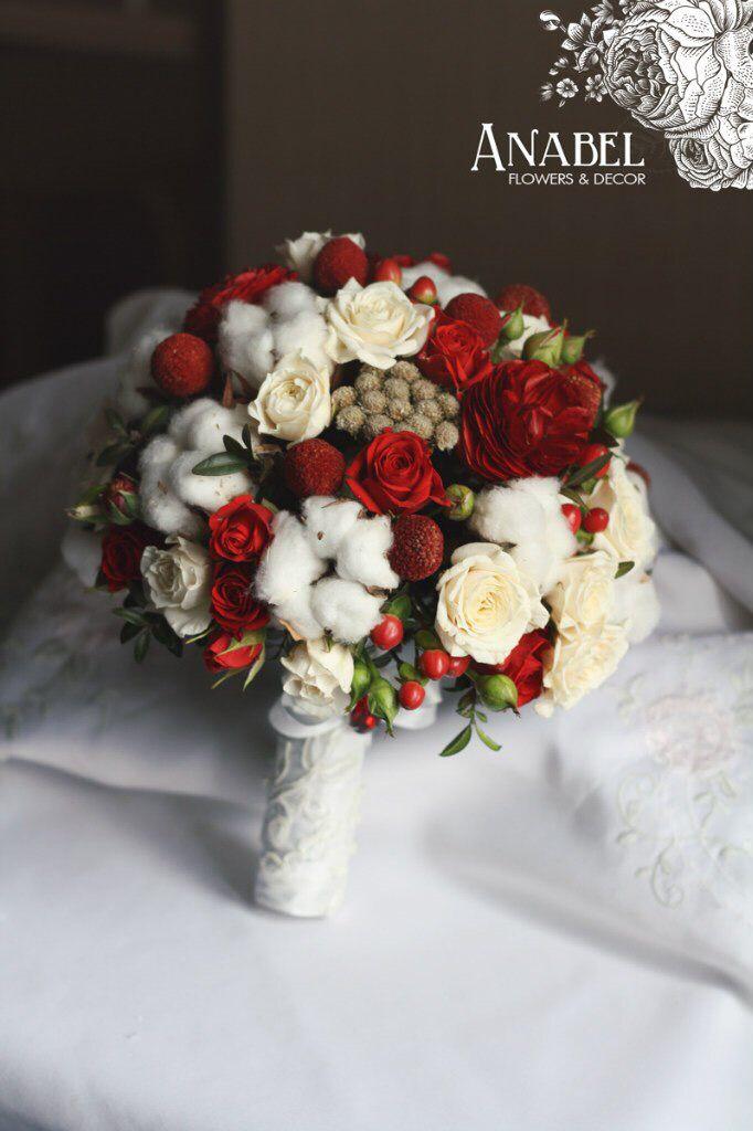 Красный зимний букет невесты