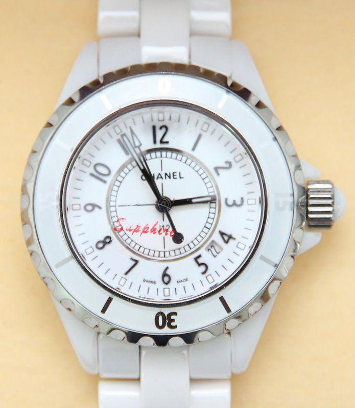 Женские часы Chanel J12. Классическая и стильная модель
