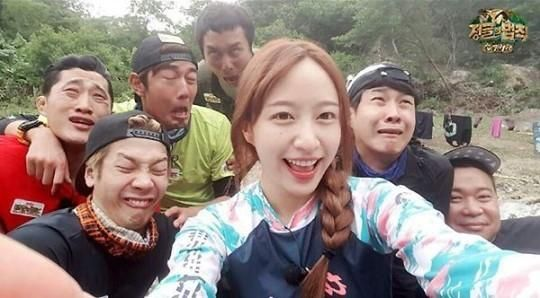 EXID's Hani, Surrounded By The Boys Of 'Law Of The Jungle' - http://imkpop.com/exids-hani-surrounded-by-the-boys-of-law-of-the-jungle/