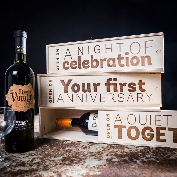 De flessenbox  van hout als geschenk, een stijlvol cadeau bij echt belangrijke aangelegenheden in het leven: verjaardag, feestdag, rustige avond met twee.