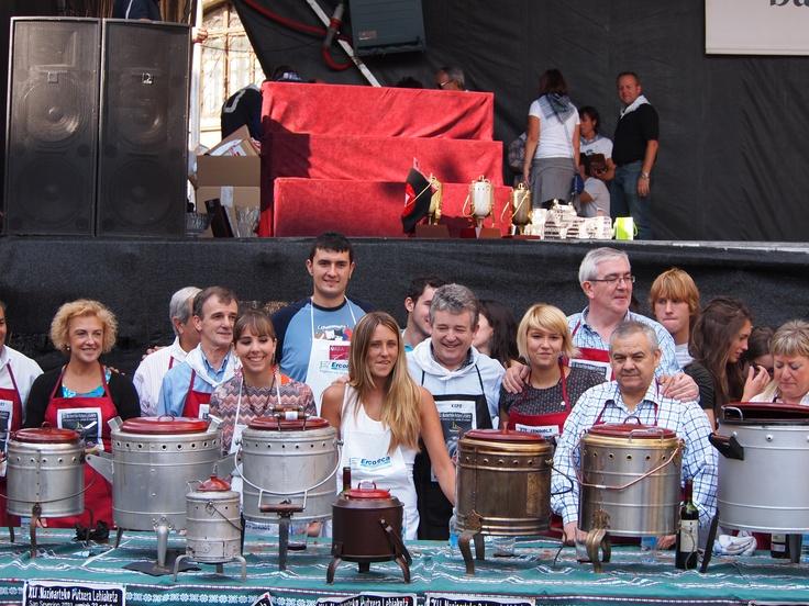 23 de octubre, San Severino. El concurso anual de putxeras reúne a lo más granado de la gastronomía encartada.