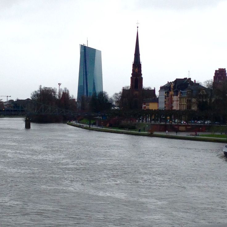 Probably my favourite thing about Frankfurt~ the stark contrast with modern and old.