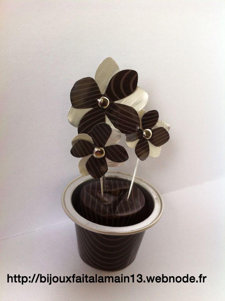 Pot fleures avec capsules nespresso vaso de flores com capsulas nespresso mac - Bricolage capsule nespresso ...