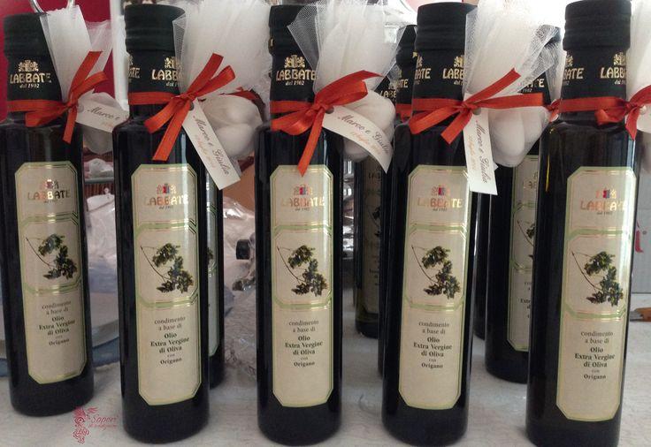 Bottiglie di olio aromatizzato