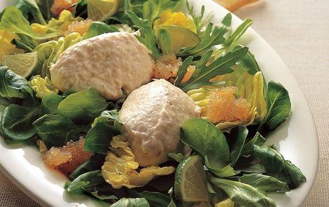 Ørredmousse på salatbund