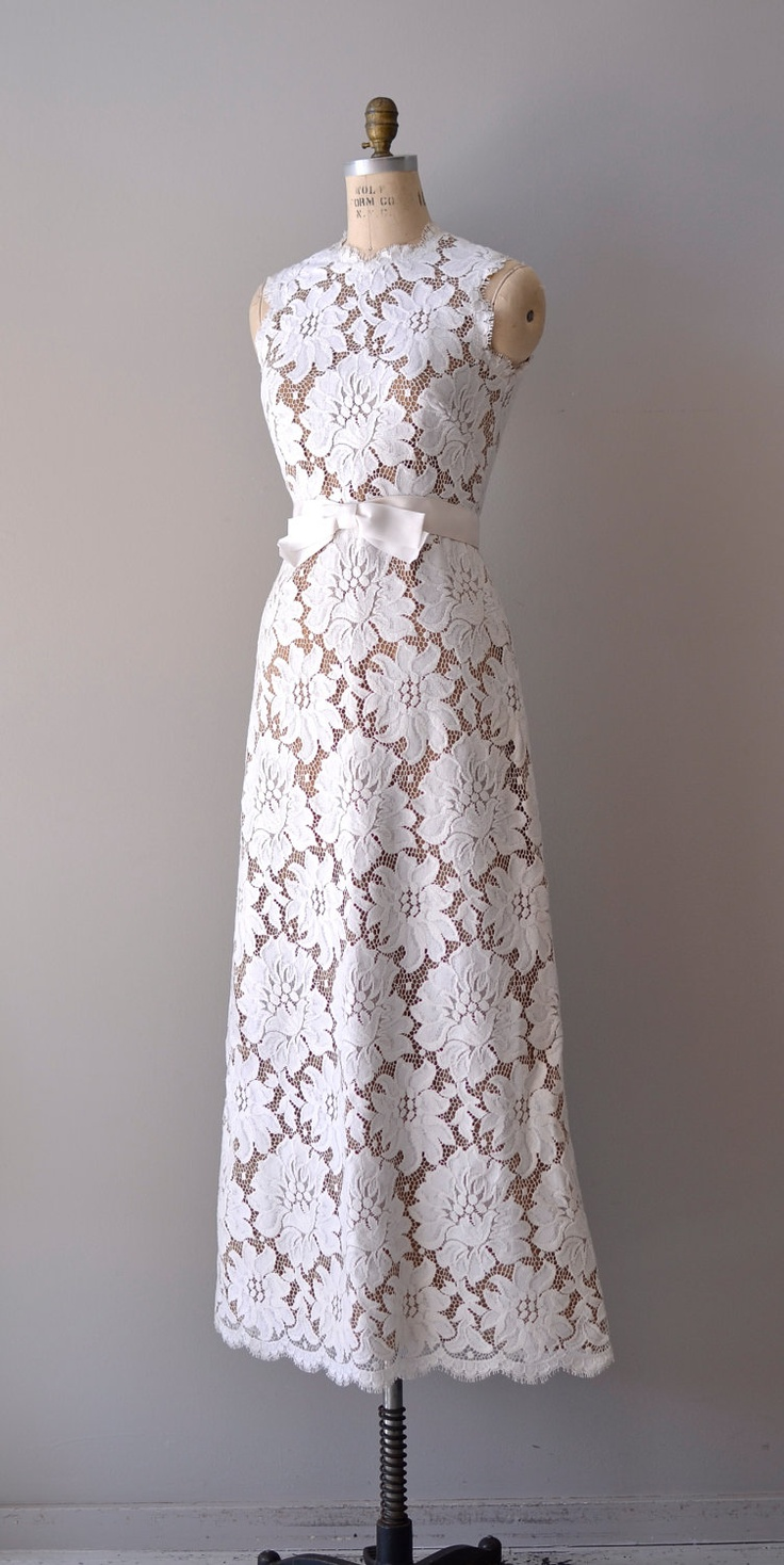 1960s Lace gown ~ gorgeous cutwork on netting lace ~