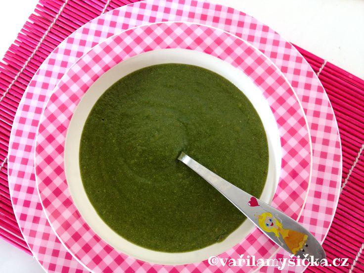 Rychlá varianta špenátové polévky, která je vhodná pro nejmenší děti.