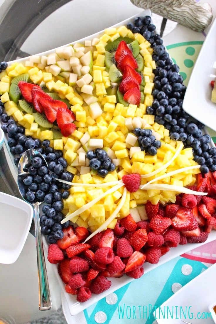 Inspire your family & friends to enjoy fresh fruits with this Bunny Head Fresh Fruit Platter recipe! #healthyeating #familyfun
