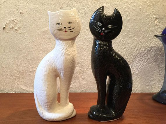 On #QuirkySunday we bring you a nice pair of #vintage #cats to make U:)