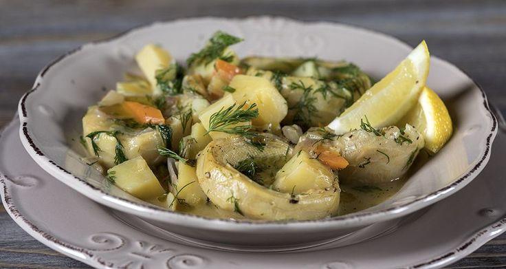 Αγκινάρες αλά πολίτα από τον Άκη Πετρετζίκη. Η παραδοσιακή, νηστίσιμη συνταγή για το πιο νόστιμο λαδερό γεύμα με αγκινάρες, καρότα, πατάτες και πολλά μυρωδικά!